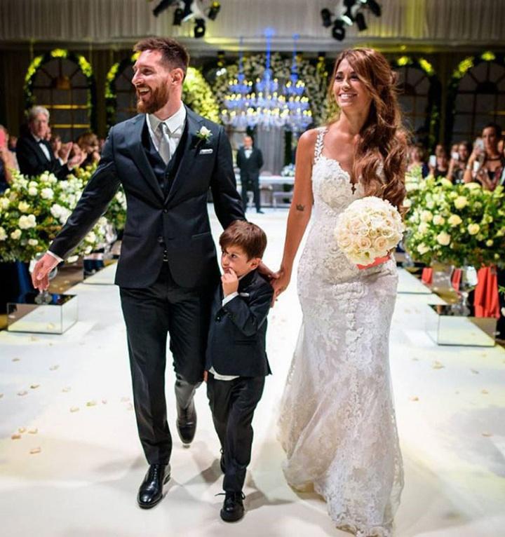 vestido-de-noiva-antonella-casamento-marries-messi-rosa-clara-buquet